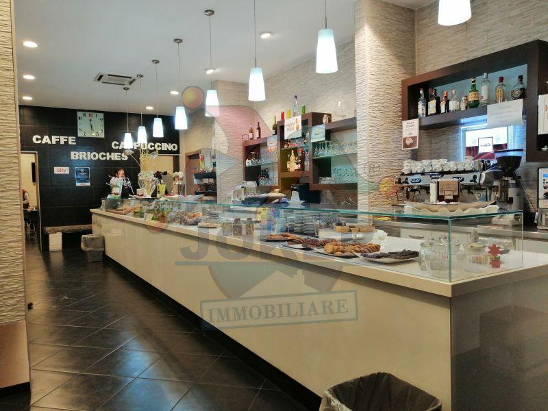 Attività in vendità: Bar con tavola calda a Milano