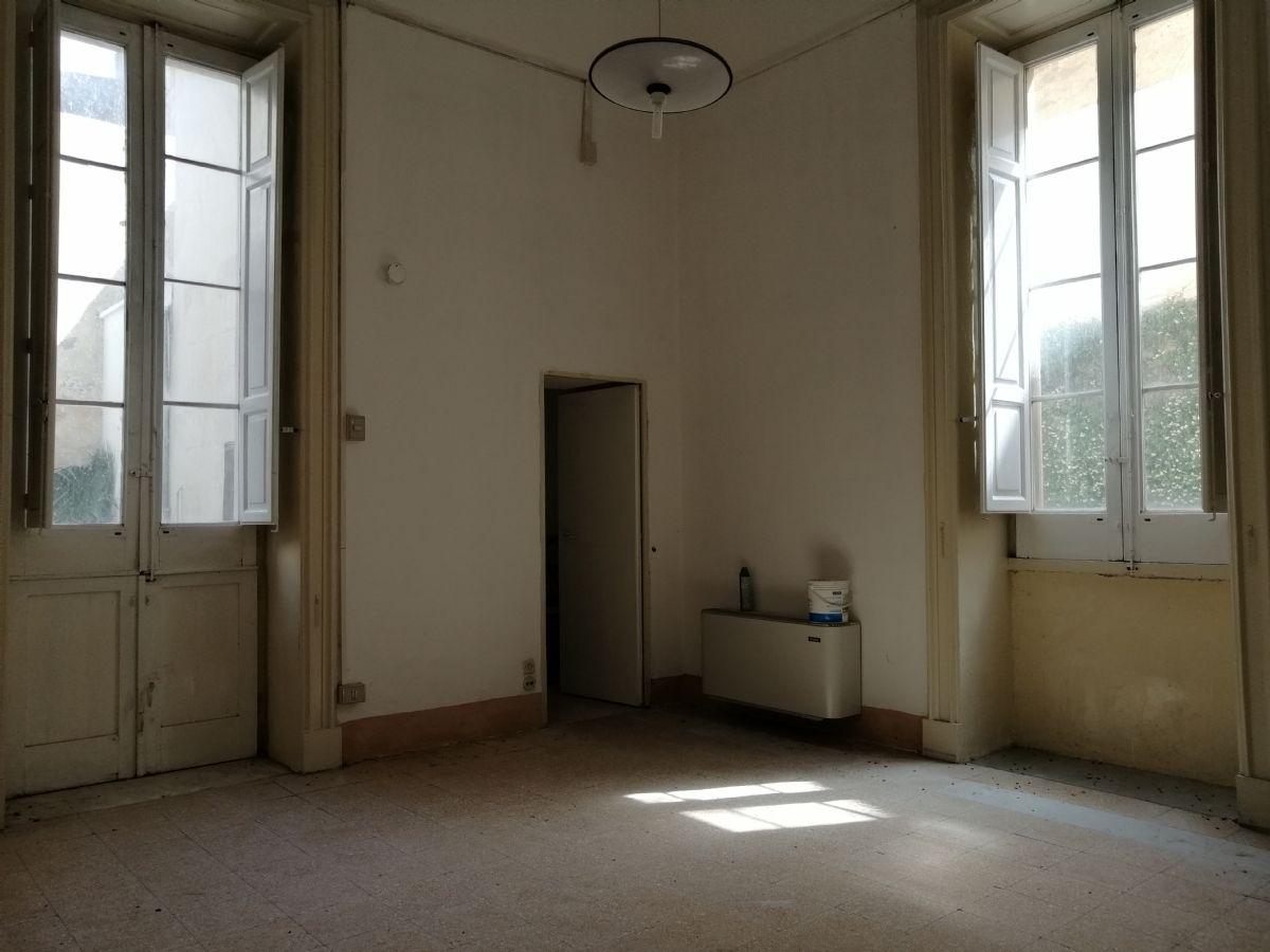 Piante Da Appartamento Vendita Milano.Appartamento Adiacenze Castello Lecce Appartamento In Vendita 172